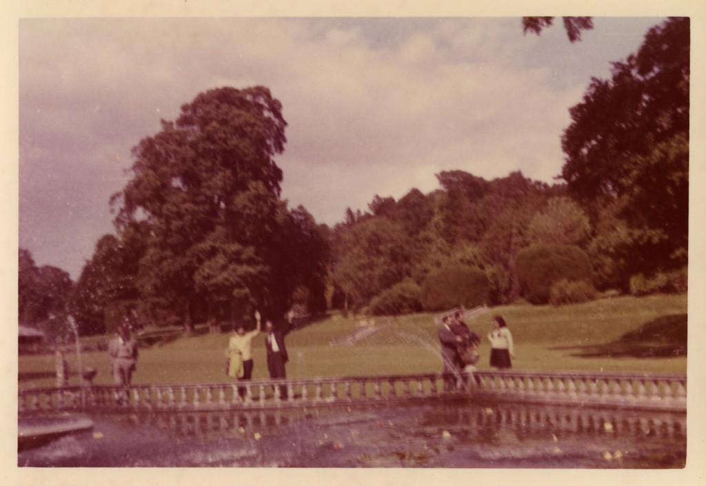 At Duffryn Gardens, Abe & me, June 24, 1962. Hep bir şeylere veda ederiz.